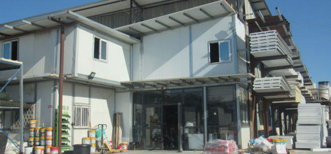 إخطار بوقف العمل والبناء في منشأة تجارية بقرية حارس بمحافظة سلفيت
