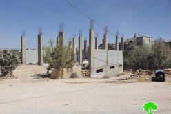 إخطارات بوقف العمل والبناء في منازل ومسجد بقرية روجيب في محافظة نابلس