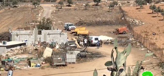 إخطار بوقف العمل في منزل بقرية لصيفر شرق يطا بمحافظة الخليل